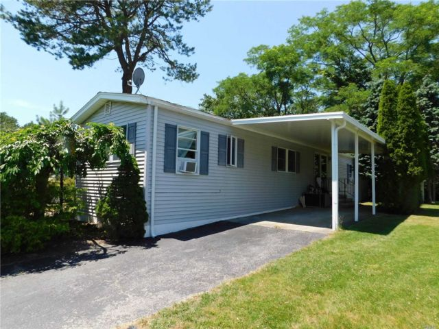 3 BR,  2.00 BTH Mobile home style home in Riverhead