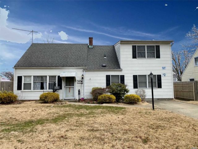 2 BR,  1.00 BTH  Exp cape style home in Levittown