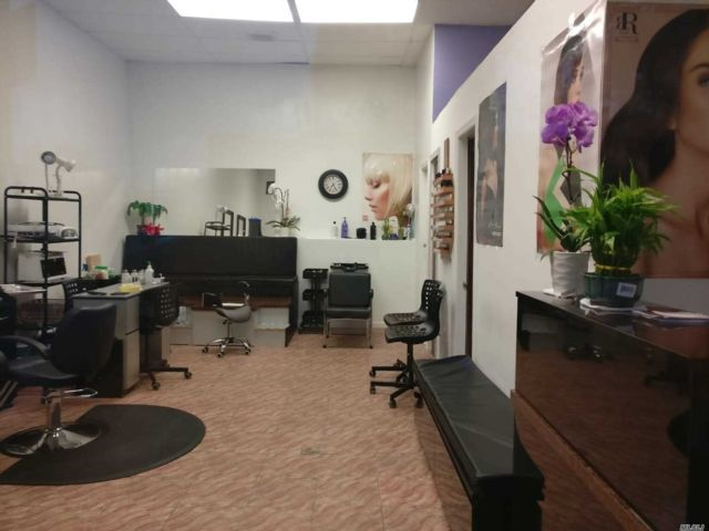 Studio,  0.00 BTH Barber style home in Astoria
