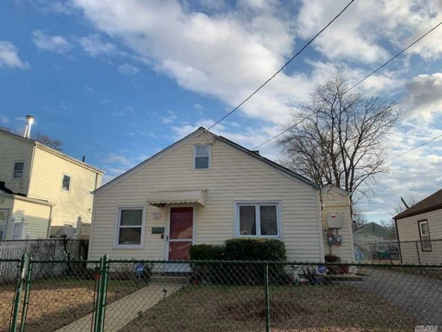 2 BR,  1.00 BTH Ranch style home in Hempstead