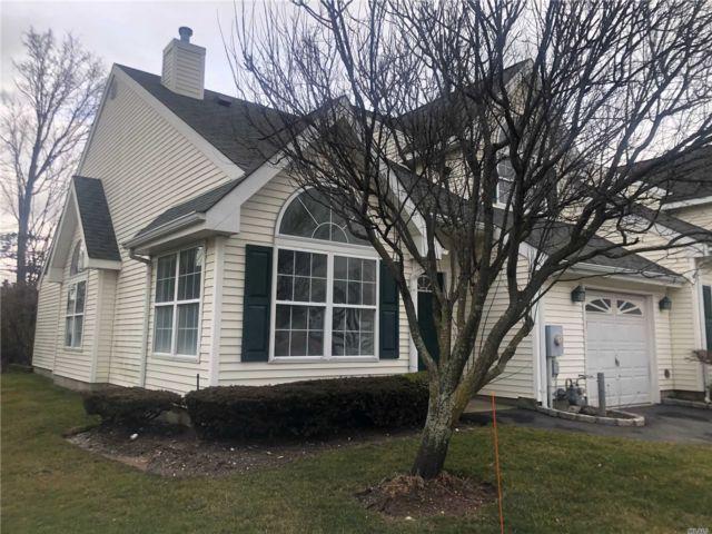 2 BR,  2.50 BTH Condo style home in Bay Shore