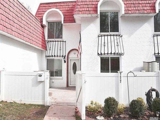 2 BR,  2.00 BTH Condo style home in Medford