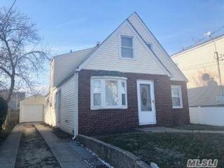 2 BR,  1.00 BTH Apt in house style home in East Rockaway