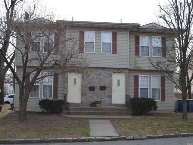 3 BR,  2.50 BTH Duplex style home in Port Washington