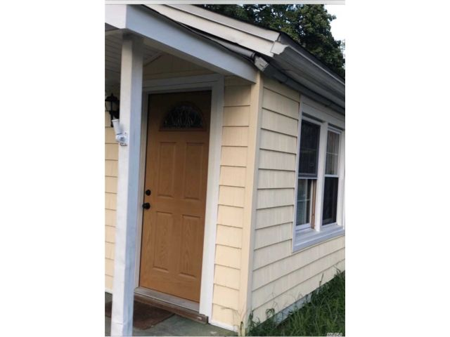 2 BR,  1.00 BTH Cape style home in Holbrook