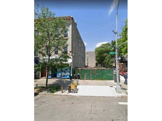 Lot <b>Size:</b> 20x100 Land style home in Boro Park