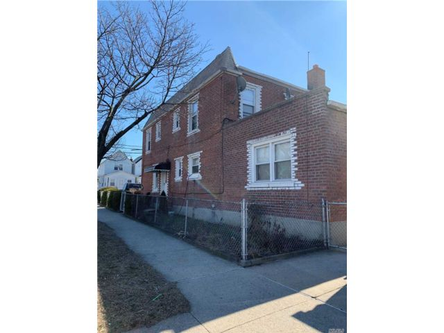 4 BR,  3.00 BTH 2 story style home in South Ozone Park