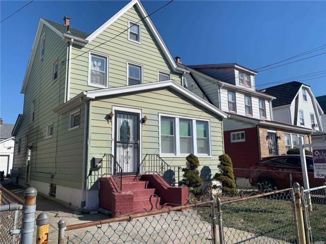 4 BR,  3.00 BTH Duplex style home in Cambria Heights