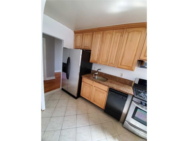 1 BR,  1.00 BTH High rise style home in Rego Park