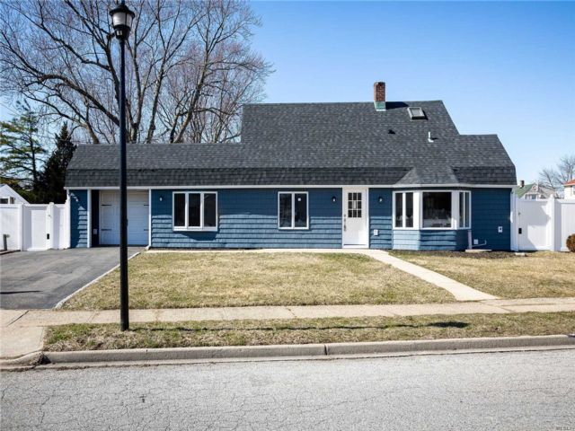 5 BR,  2.00 BTH  Exp cape style home in Levittown