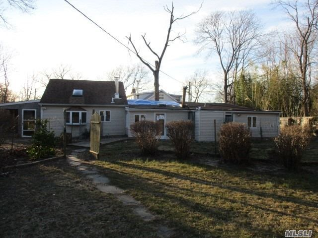 5 BR,  3.00 BTH  Exp ranch style home in Patchogue