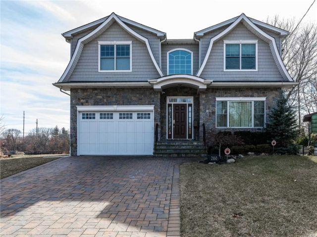 [Merrick Real Estate, listing number 3105206]