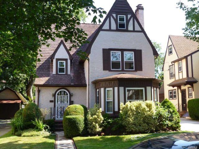 4 BR,  4.00 BTH Mediterranean style home in Forest Hills