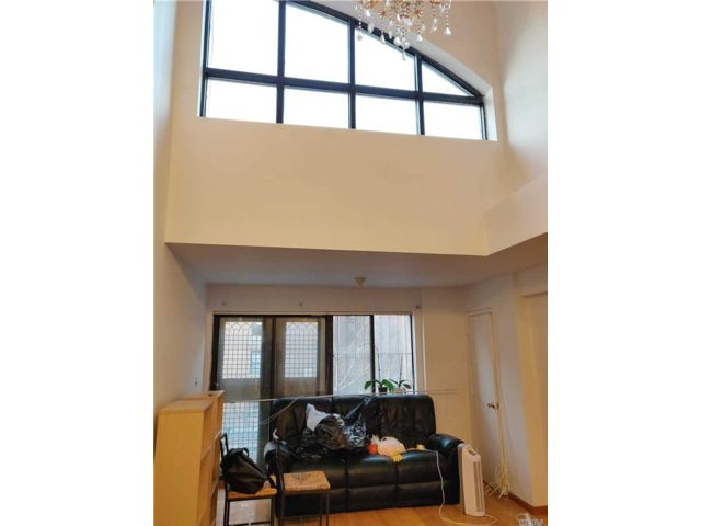 2 BR,  2.00 BTH Condo style home in Woodside