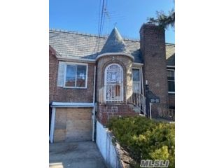 2 BR,  2.00 BTH Colonial style home in Jamaica