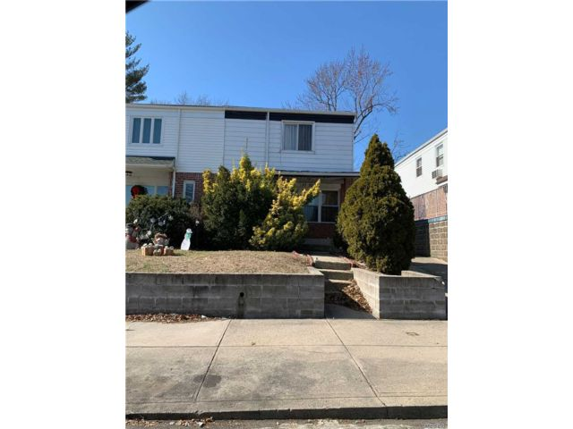 4 BR,  1.50 BTH Colonial style home in Bayside