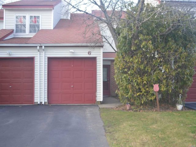 2 BR,  1.50 BTH  Homeowner assoc style home in Coram