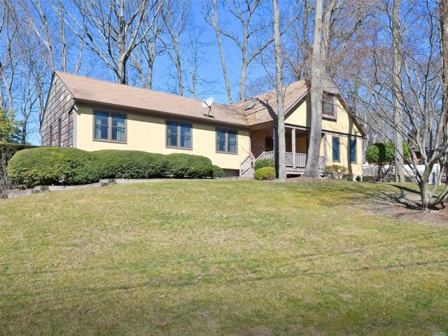 4 BR,  4.00 BTH Farm ranch style home in Stony Brook