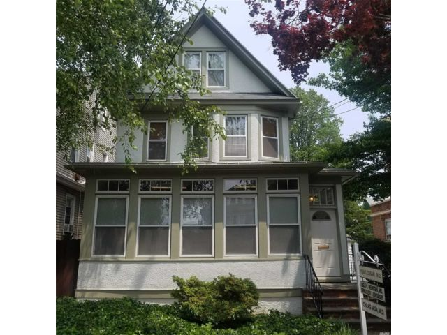 5 BR,  1.00 BTH  Victorian style home in Woodhaven