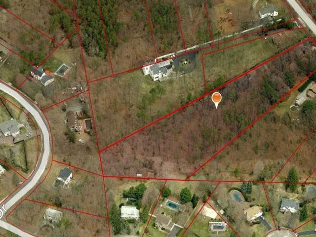 Lot <b>Size:</b> 3.5 Land style home in Dix Hills
