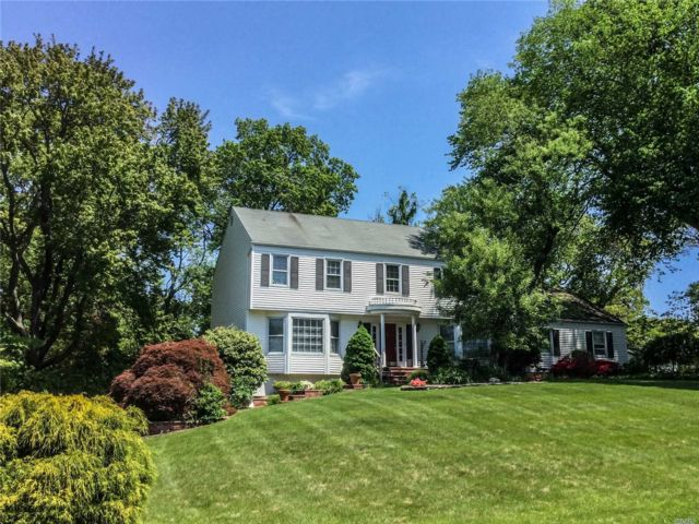 6 BR,  3.00 BTH Colonial style home in Miller Place