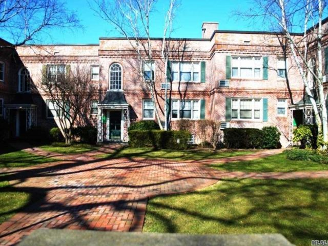 2 BR,  1.00 BTH Garden apartmen style home in Rockville Centre