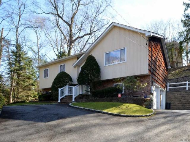4 BR,  3.00 BTH  Hi ranch style home in Glen Head