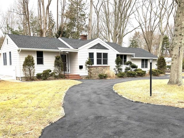 3 BR,  2.50 BTH Ranch style home in East Patchogue