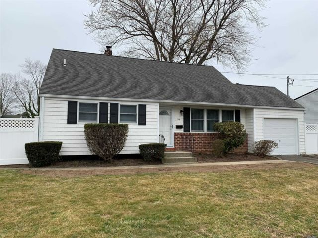 3 BR,  2.00 BTH  Split level style home in Smithtown