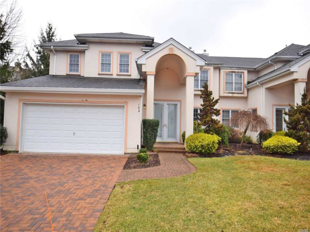 3 BR,  3.00 BTH  Condo style home in Melville