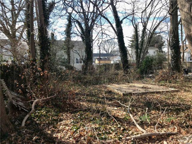 Lot <b>Size:</b> 50x100 Land style home in Lindenhurst