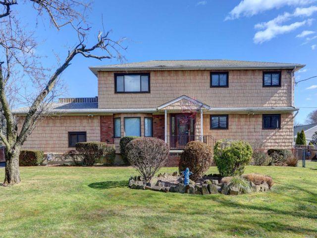 6 BR,  3.00 BTH Duplex style home in Massapequa