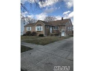 [Lindenhurst Real Estate, listing number 3105681]
