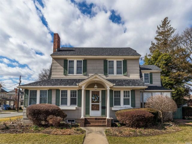 3 BR,  1.50 BTH Colonial style home in Rockville Centre