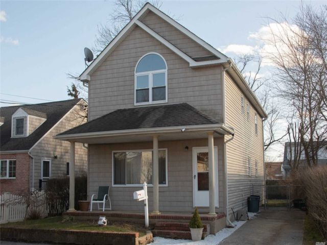 [Merrick Real Estate, listing number 3105690]