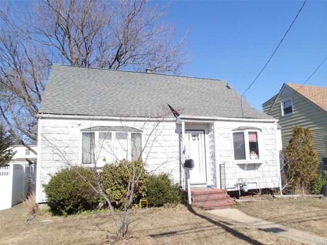 3 BR,  1.00 BTH  Cape style home in East Rockaway