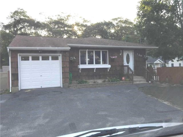 3 BR,  1.00 BTH  Ranch style home in Selden