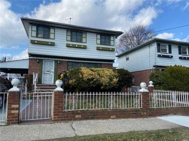 3 BR,  1.00 BTH  Colonial style home in Springfield Gardens