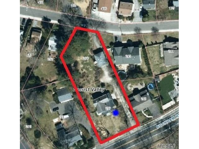 Lot <b>Size:</b> 100x142  Land style home in Locust Valley