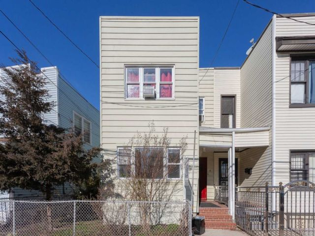 7 BR,  3.00 BTH  2 story style home in Ozone Park