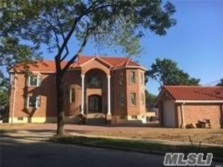 5 BR,  5.50 BTH  Modern style home in Fresh Meadows