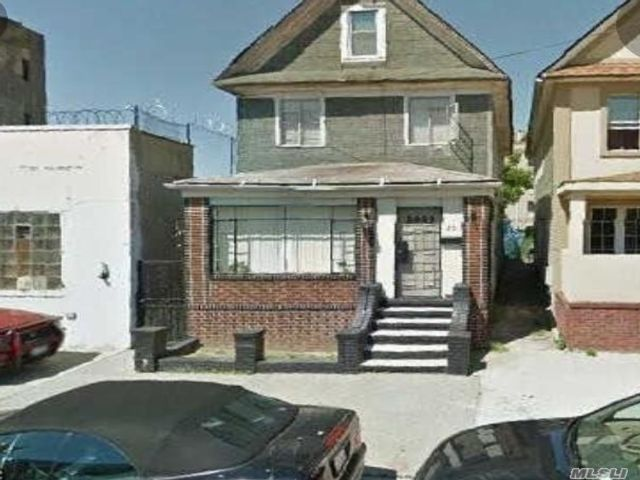 3 BR,  2.00 BTH Colonial style home in Flatbush