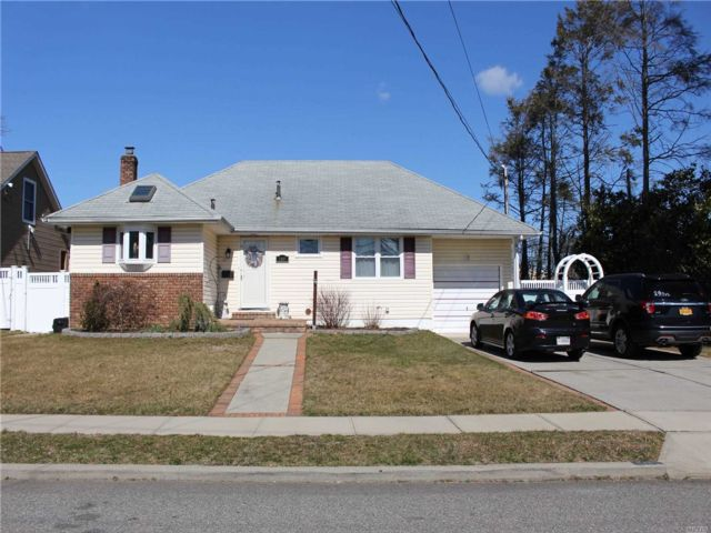 3 BR,  1.00 BTH  Ranch style home in North Bellmore