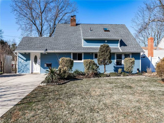5 BR,  3.00 BTH  Exp cape style home in Westbury