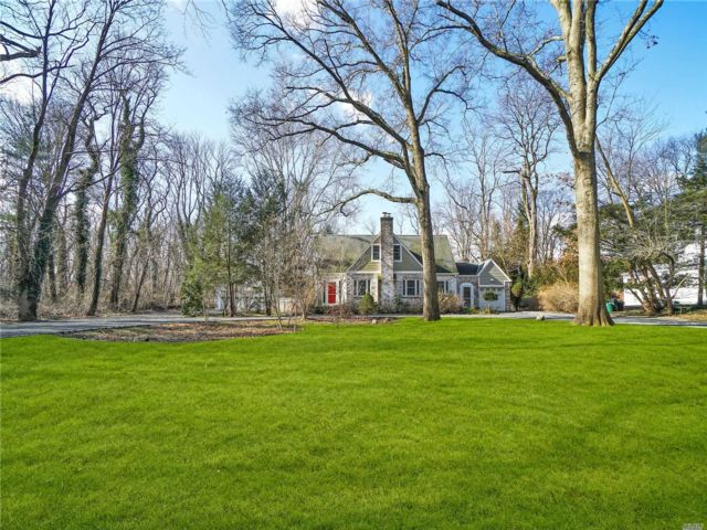 4 BR,  2.00 BTH  Exp cape style home in Old Westbury
