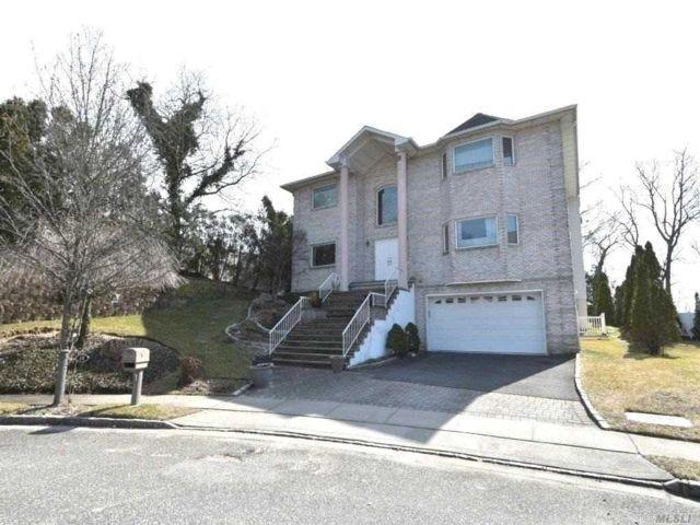 [Farmingdale Real Estate, listing number 3105990]