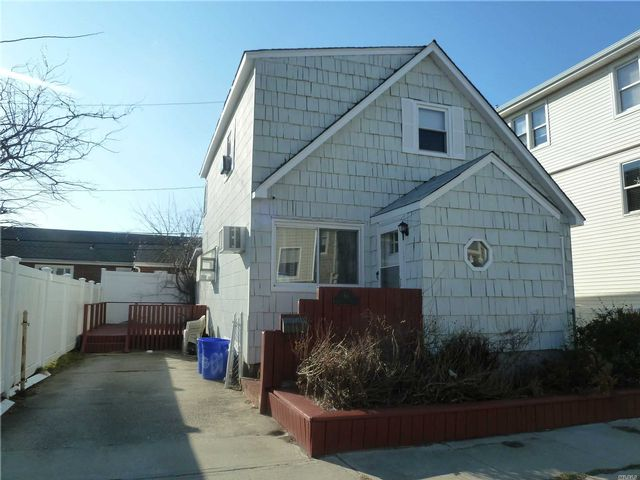 3 BR,  2.00 BTH Exp cape style home in Long Beach