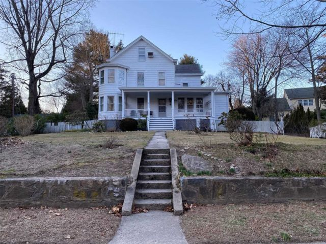 3 BR,  2.00 BTH  Hist style home in Locust Valley