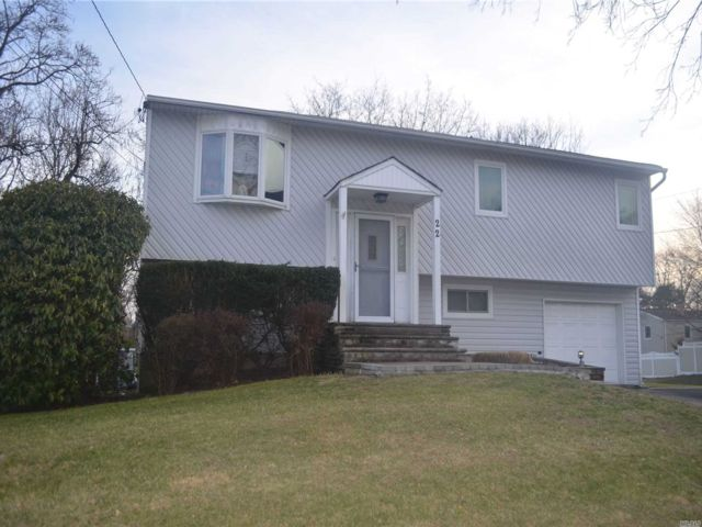 4 BR,  2.00 BTH  Hi ranch style home in Selden