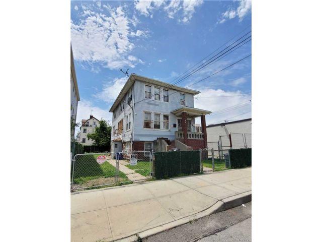 9 BR,  3.00 BTH 2 story style home in Far Rockaway